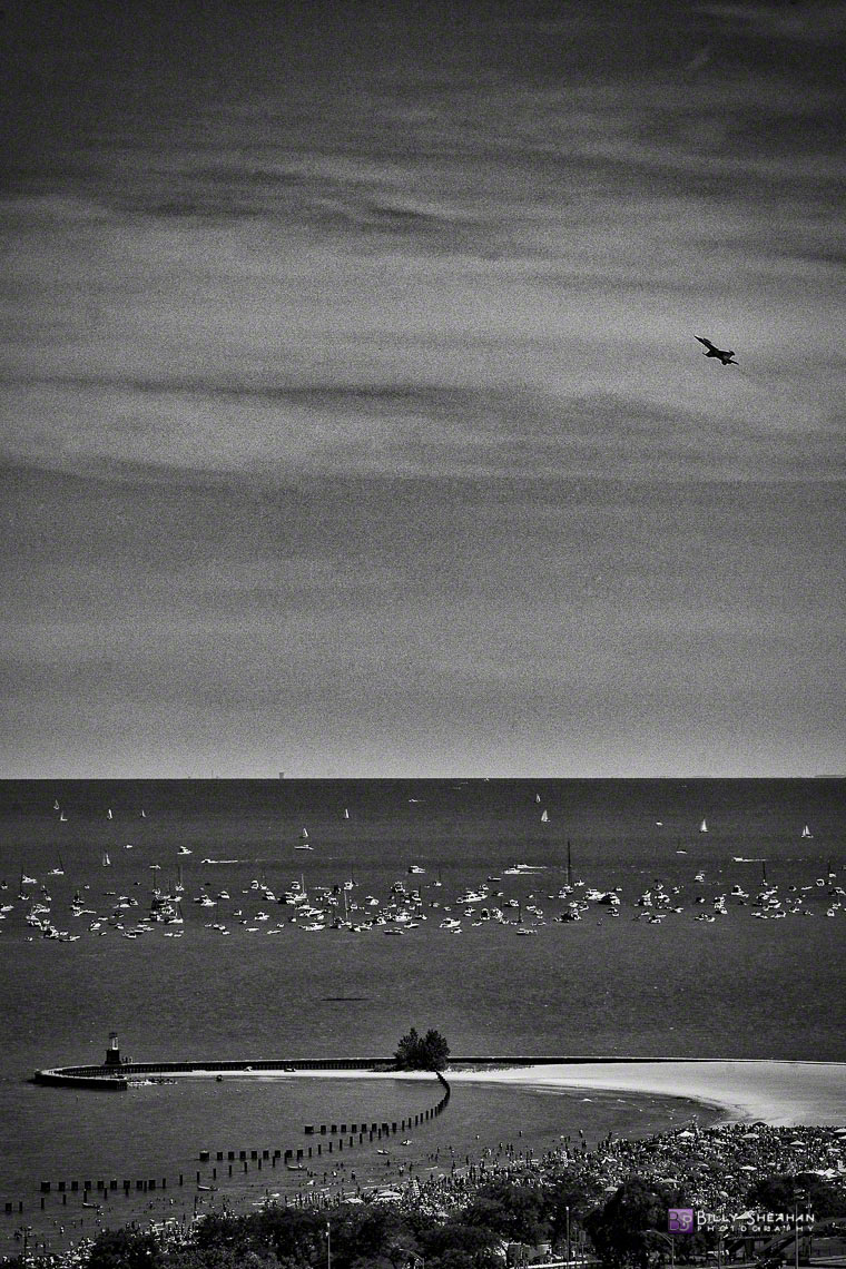 Airshow_Jet_Flyover_at_North_Avenue_Beach_Chicago_AirShow_18Aug2012_0025_BW_D