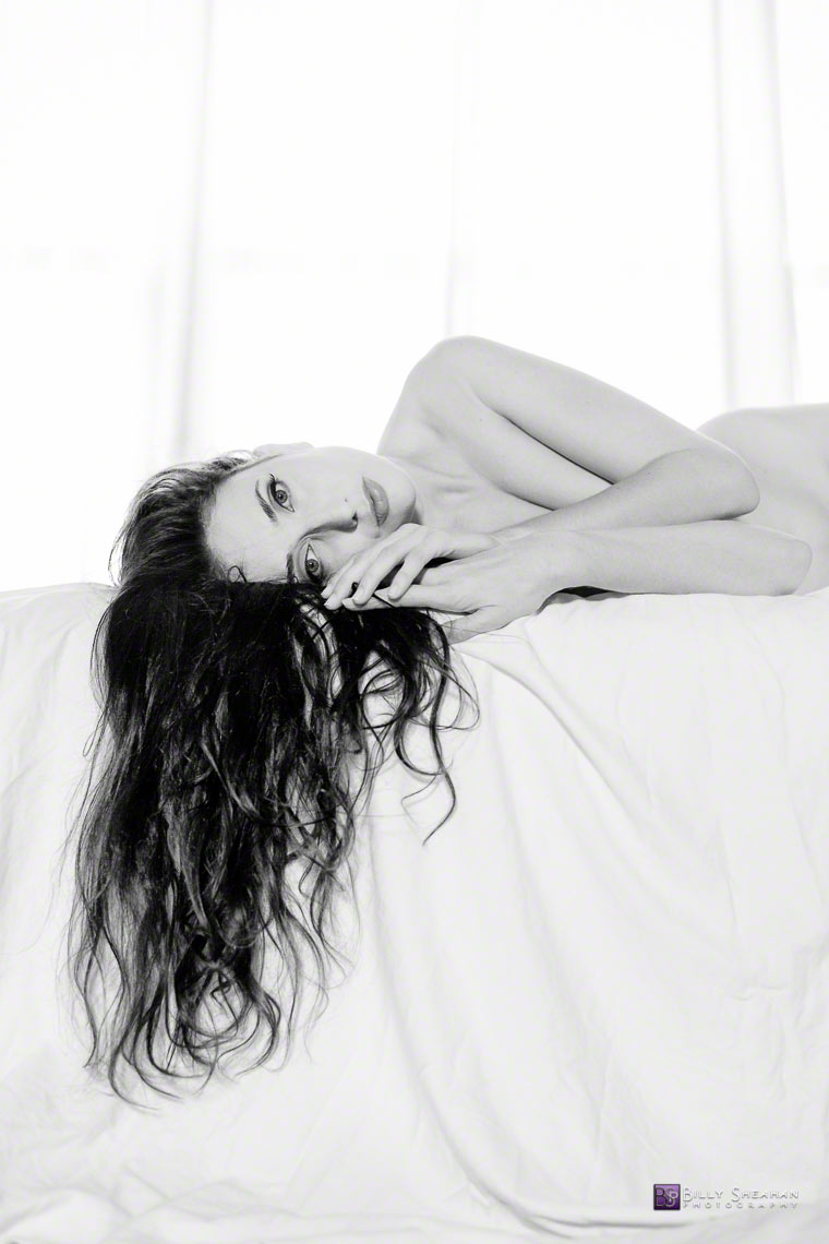 Anoush_Anou_on_White_Bed_Hairfall_AnoushAnou-004_22Sep2013_0049_BW_D