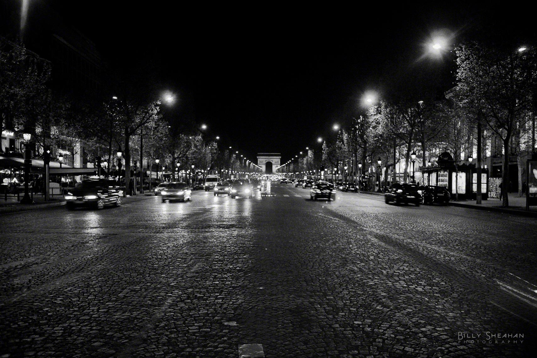 Avenue_des_Champs_Elysees_Arc_de_Triomphe_Night_Paris2008_24Apr2008_0565_BW_D.jpg