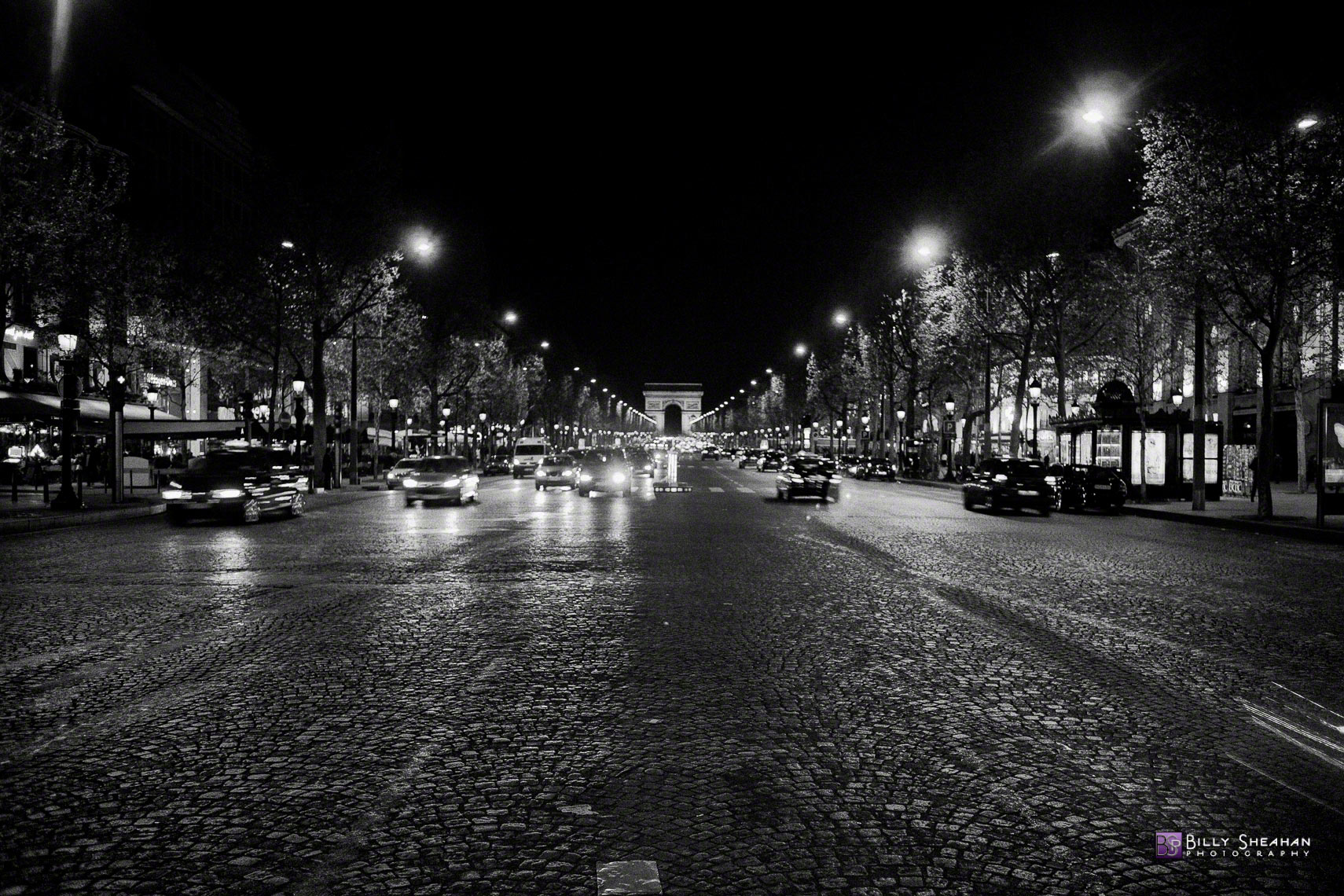 Avenue_des_Champs_Elysees__Paris__France_Paris2008_24Apr2008_0565_BW_D