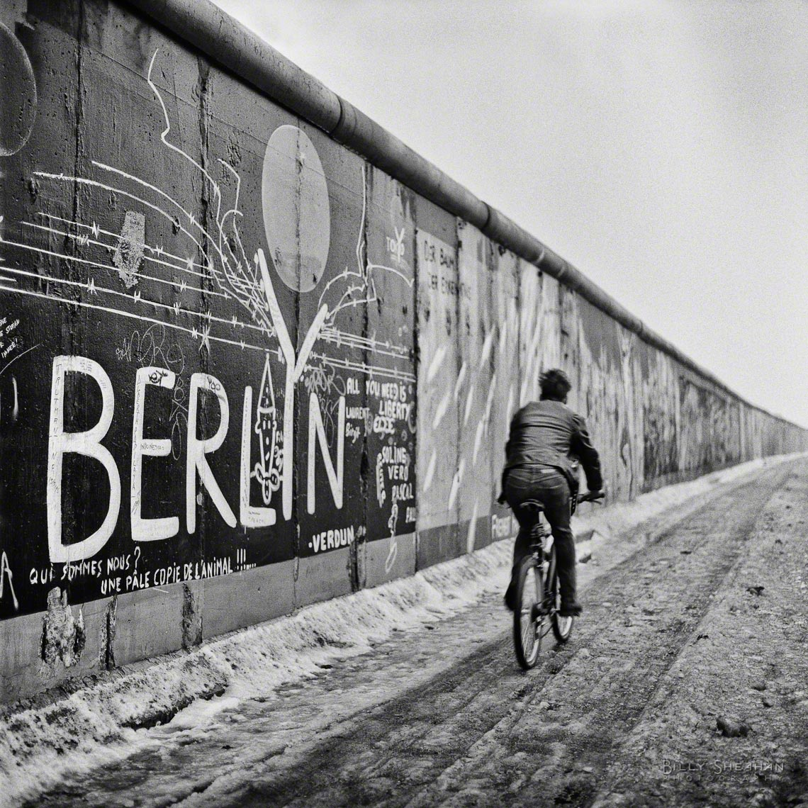 Bicyclist_Berlin_Wall_Germany-363_05_2_D.jpg