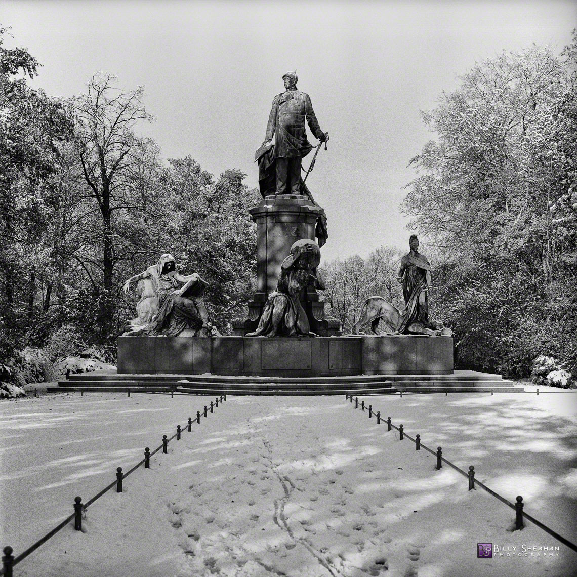 Bismarck_Memorial_in_Tiergarten__Berlin__Germany_Germany-366_08_BW_D