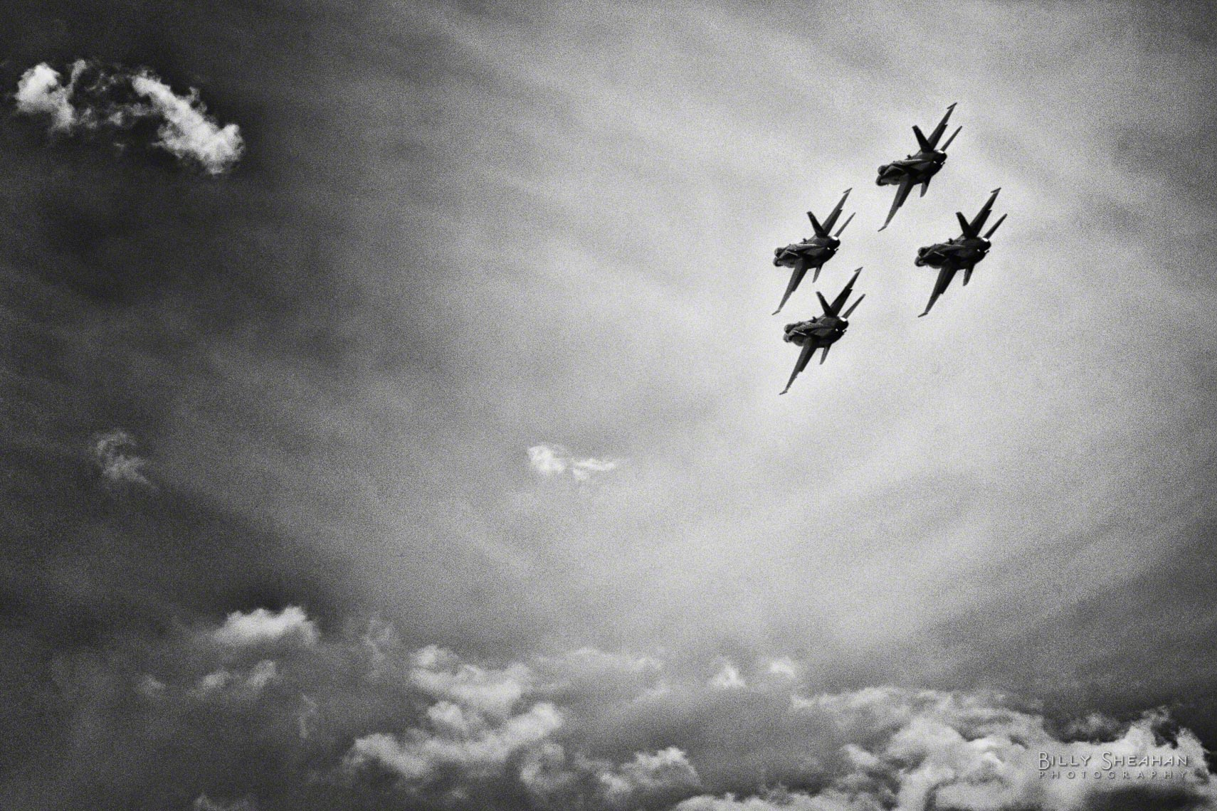 Blue_Angels_Quad_Formation_Chicago_AirShow_18Aug2012_0184_CL_BW_D.jpg