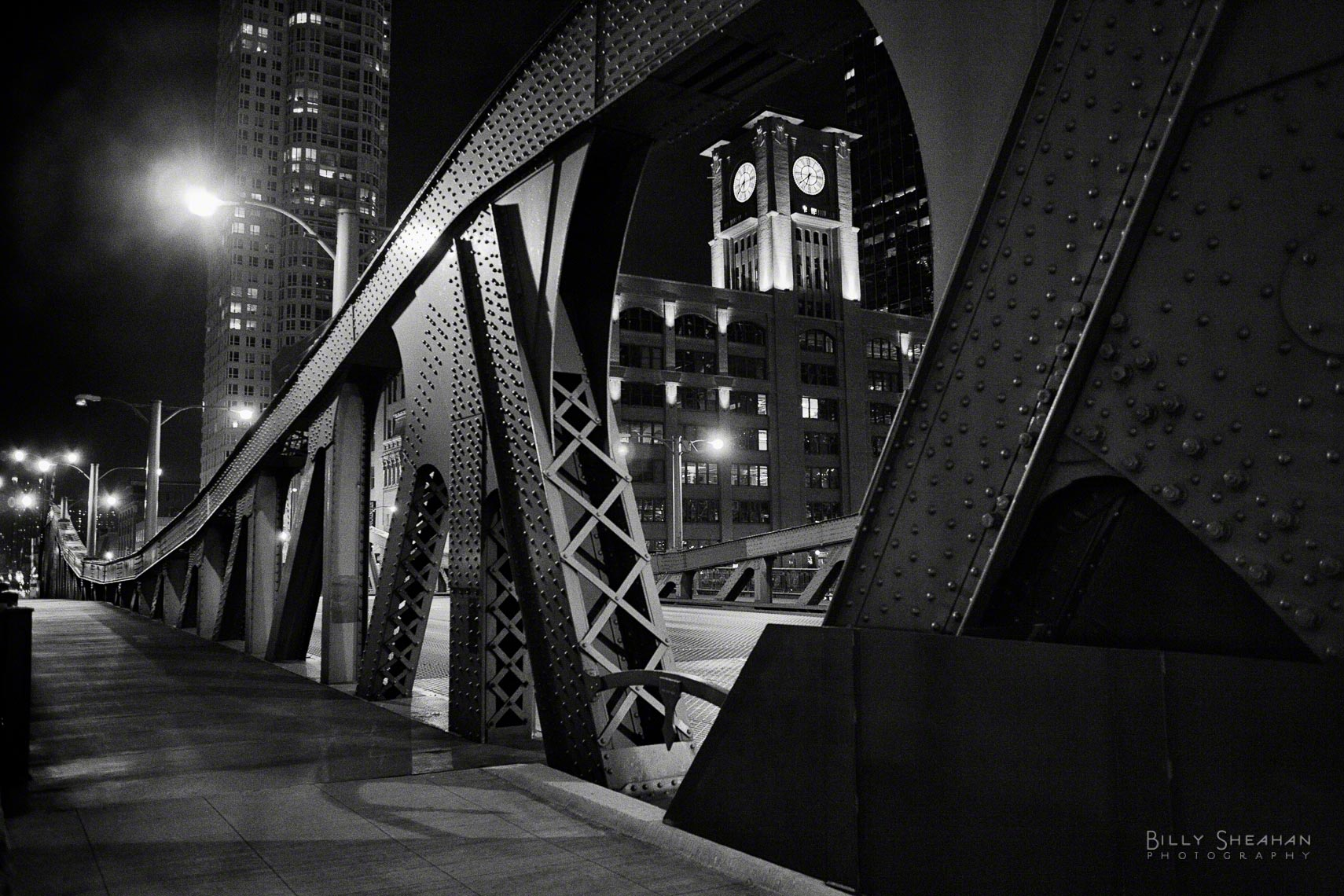 Clock_Tower_LaSalle_St_Bridge_Night_Chicago_26Nov2006_083_BW_D.jpg