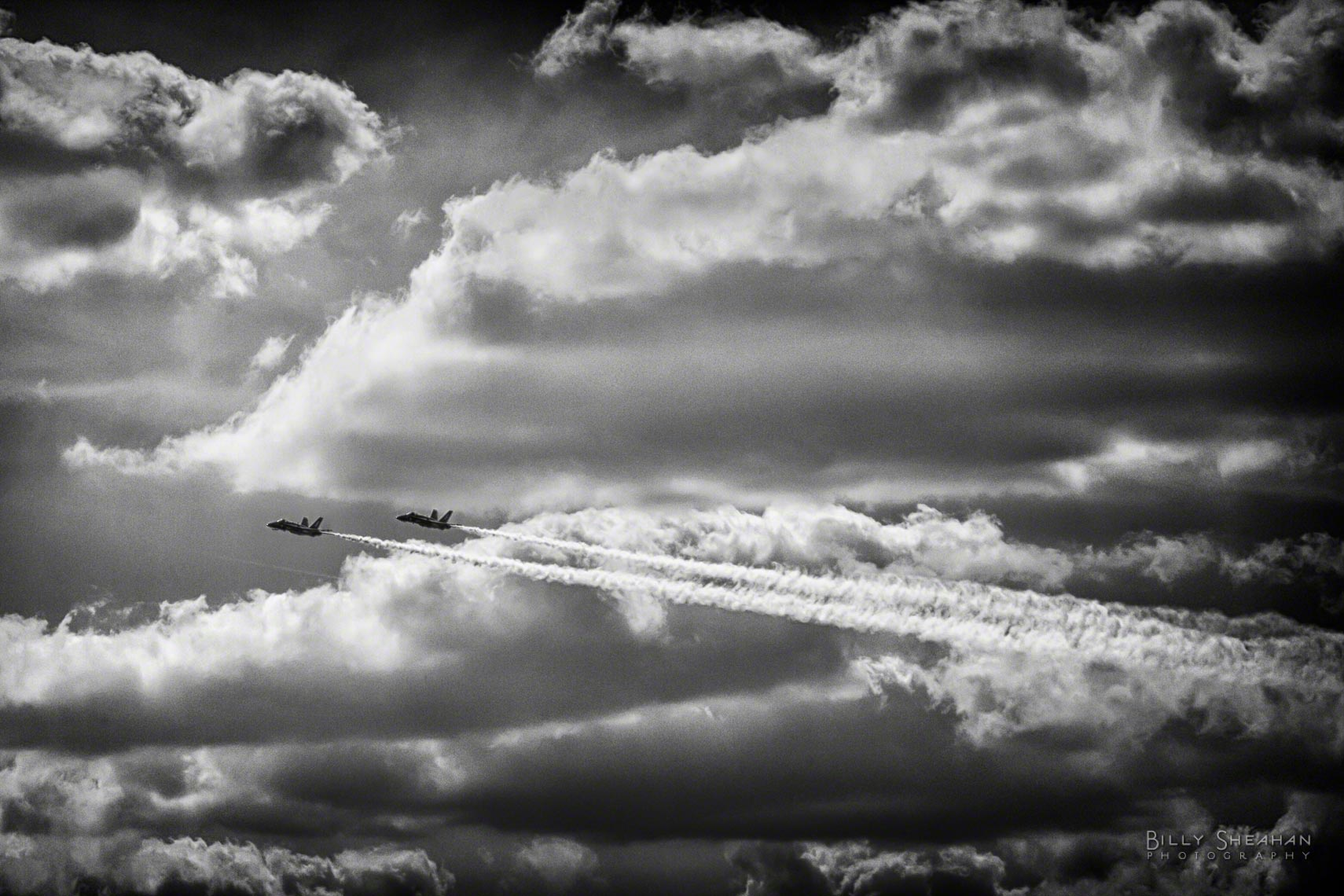 Dual_Blue_Angels_Clouds_Chicago_AirShow_18Aug2012_0231_CL_BW_D.jpg