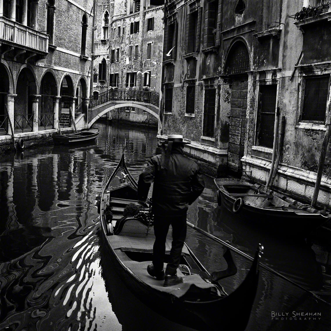 Gondolier_Steers_Venice_Italy-634_02_BW_D.jpg