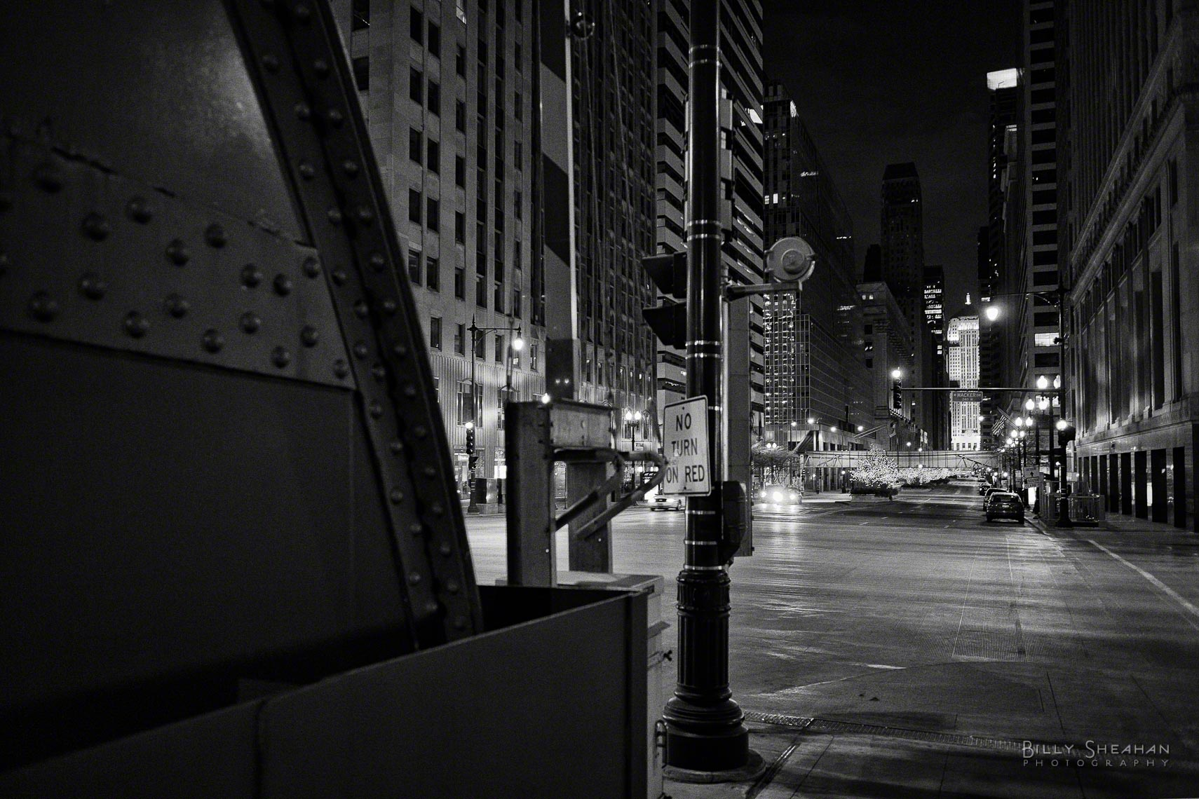 LaSalle_Wacker_Night_Chicago_26Nov2006_084_BW_D.jpg