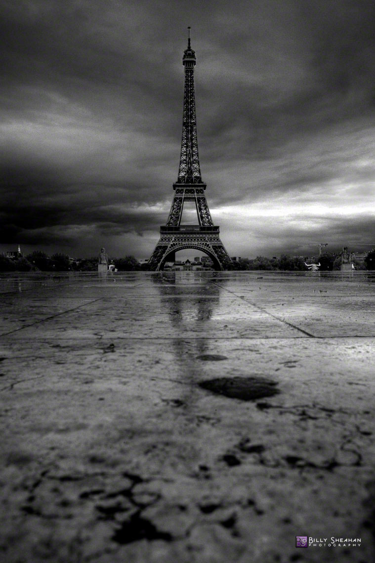 La_Tour_Eiffel_a_Place_de_Trocadero,_Paris,_France_Paris2008_24Apr2008_0331_2_3_BW_D