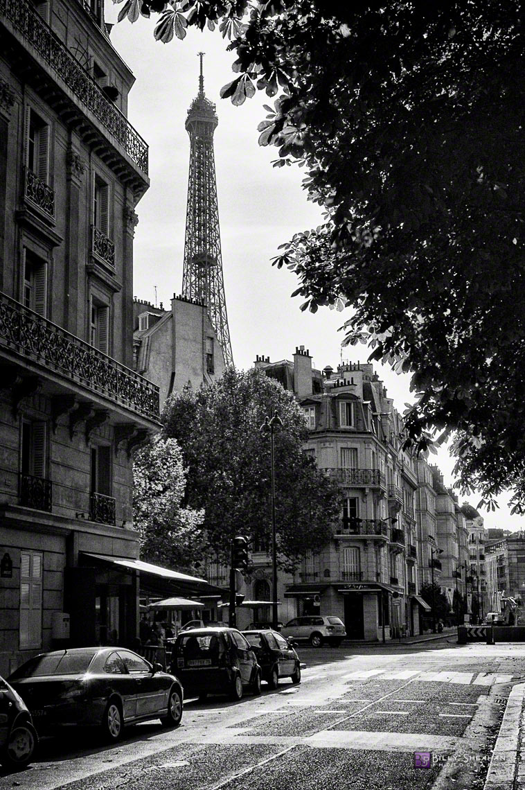 La_Tour_Eiffel_a_Rue_de_l_Universite,_Paris,_France_Paris_04Sept05B_090_BW_D