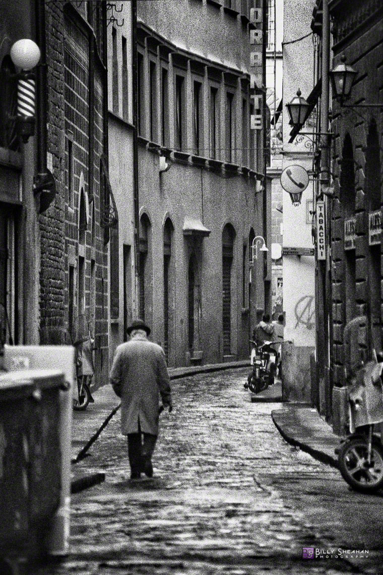 Man_Walking,_Florence,_Italy_Italy-126_35_BW_D
