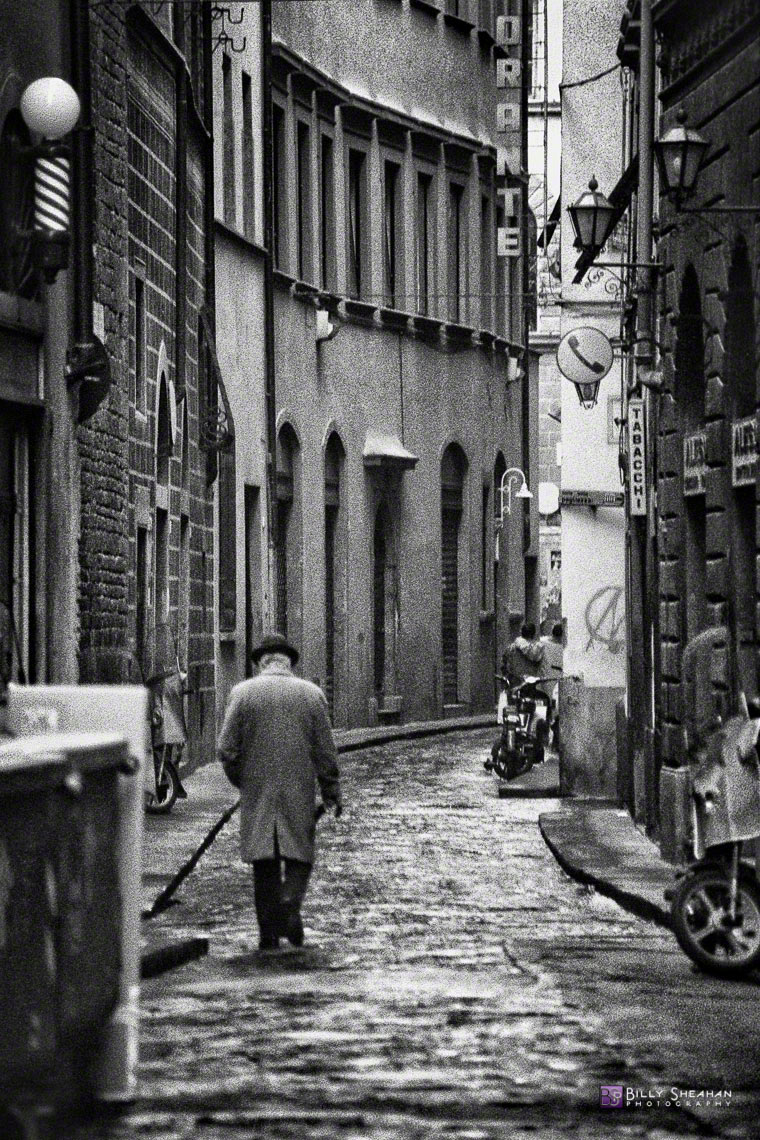 Man_Walking_in_Florence__Italy_Italy-126_35_BW_D