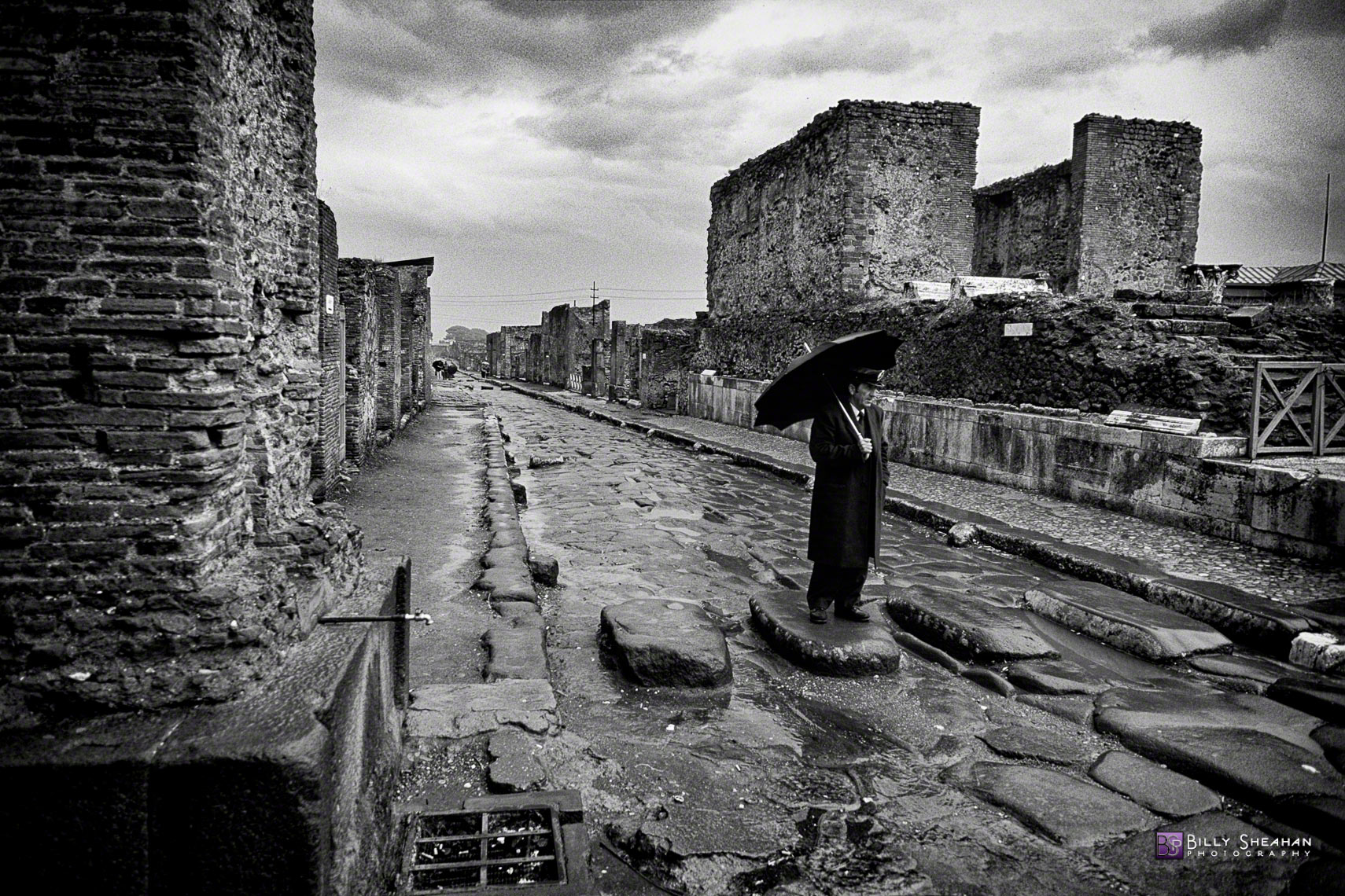Man_with_Umbrella_in_Pompeii__Italy_Italy-132_32_BW_D