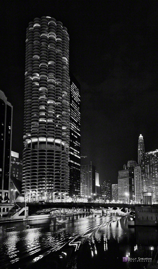 Marina_Towers_&_N._Dearborn_St._Bridge_Chicago_26Nov2006_107_BW_D
