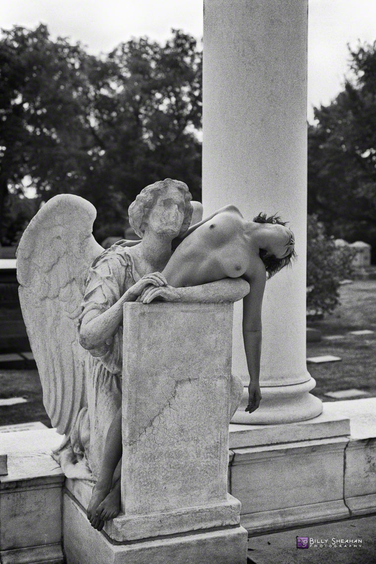 Melissa_with_Angel_at_Graceland_Cemetery_MelissaGraceland_10Sep2000_939_0022_BW_D