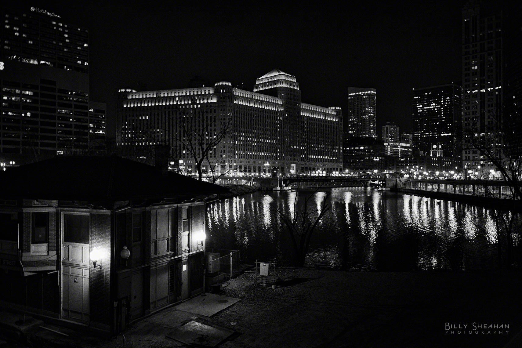Merchandise_Mart_Chicago_River_Lake_St_NIght_Chicago_26Nov2006_041_BW_D.jpg