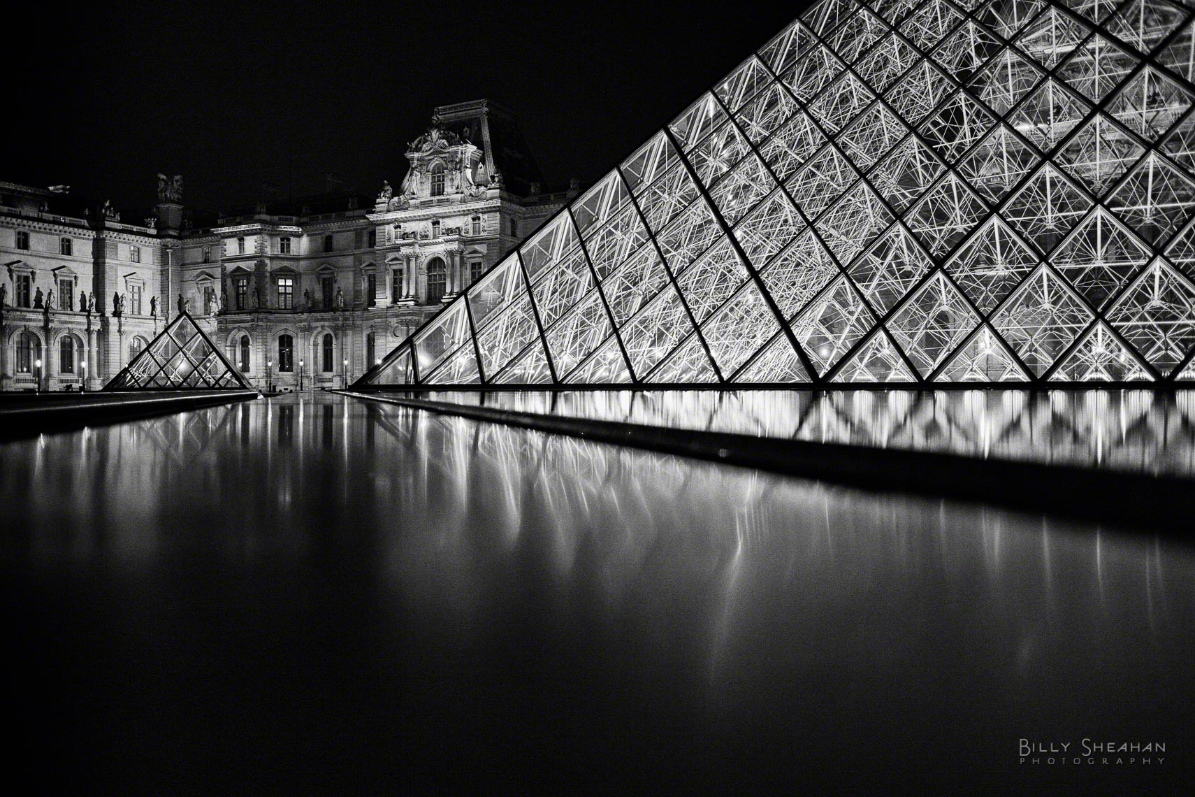 Musée_du_Louvre_Palace_Reflection_Paris2008_25Apr2008_0810_BW_D.jpg