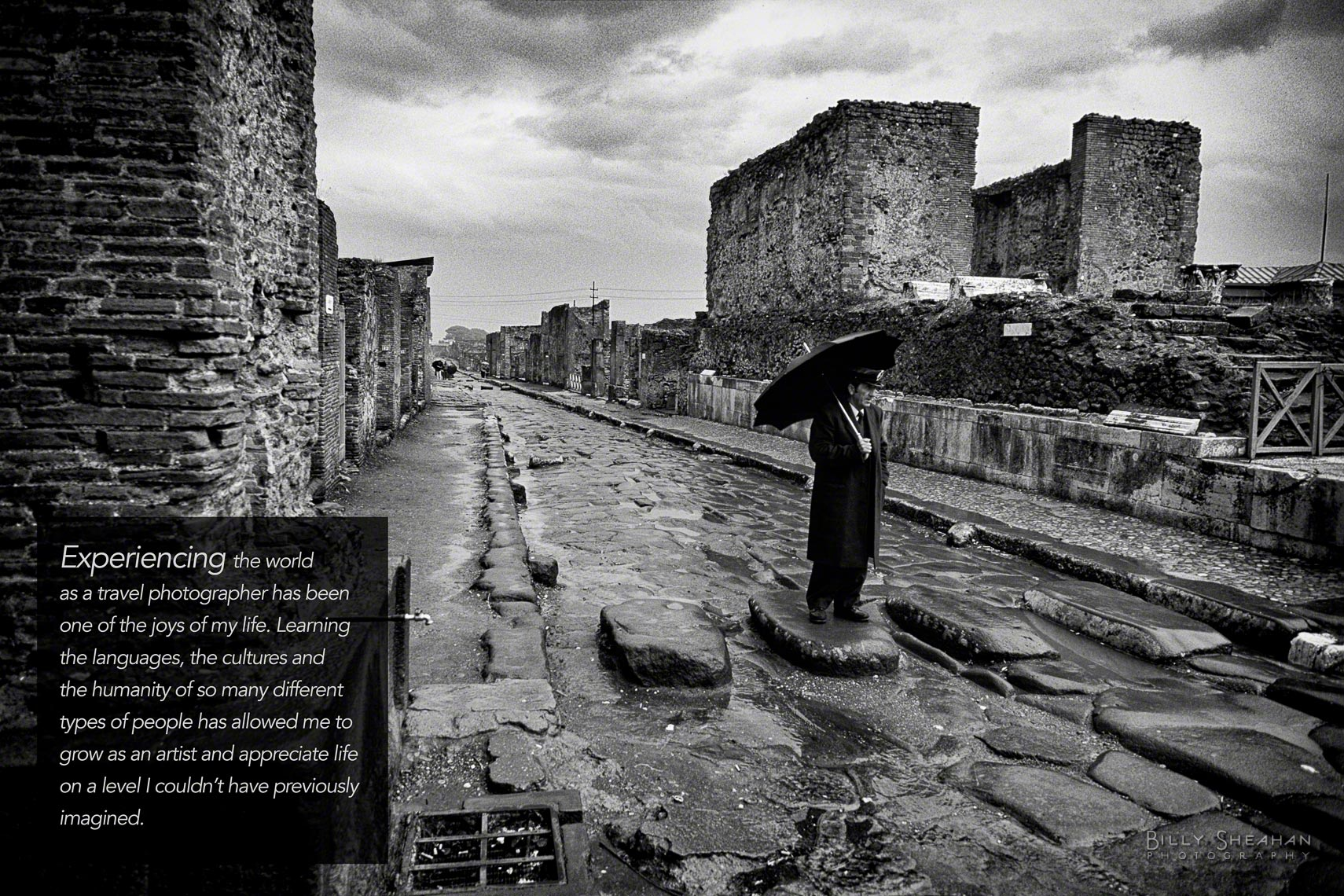 Pompeii_Man_With_Unbrella_Intro_Italy-132_32_BW_T_D.jpg