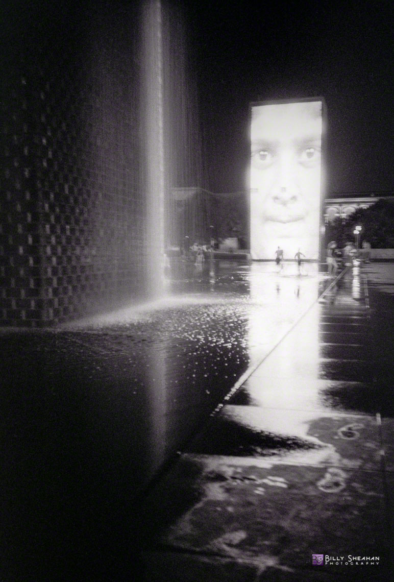 Running_in_The_Crown_Fountain_in_Millennium_Park_MilleniumPark_Aug2007_22_D