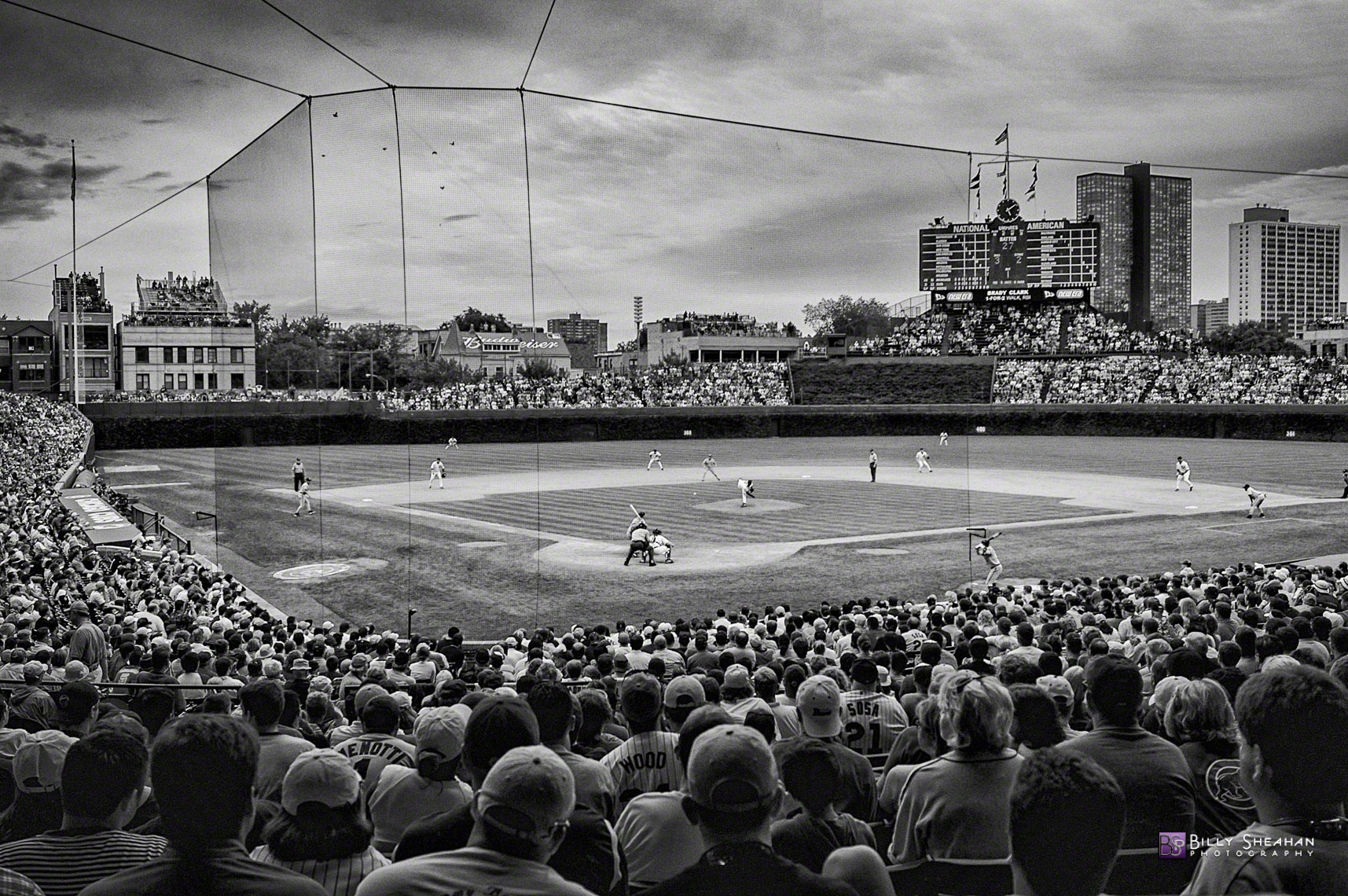 The_Friendly__but_slightly_gloomy__Confines_of_Wrigley_Field_BrewersVsCubs25Aug04-039_BW-2_D