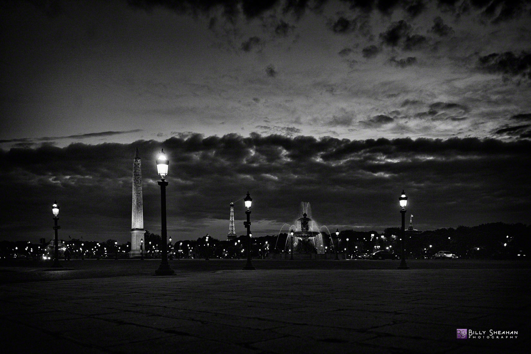 Waiting_for_the_City_of_Light__Paris_Paris2008_27Apr2008_1197_BW_D